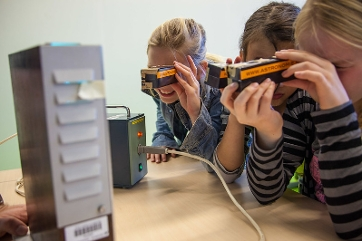 A group of three girls with diy-spectroscopes